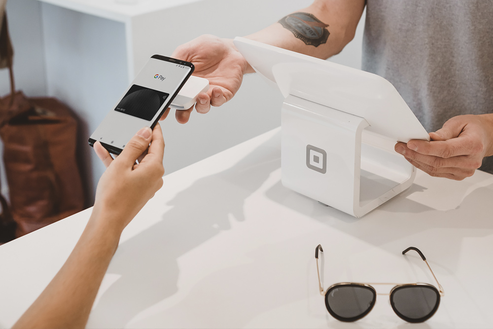 Square officially launches its contactless payment terminal in Canada